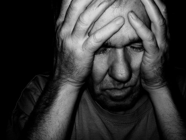 """Como el propio nombre indica, la demencia vascular, está asociada a una enfermedad cerebral - vascular. También se le conoce como por"""" enfermedad de pequeño vaso""""."""