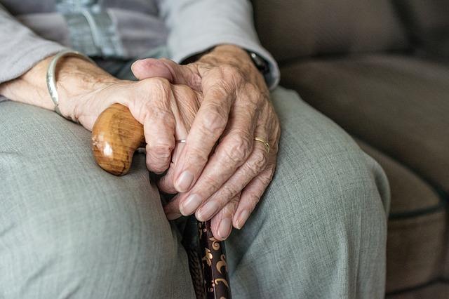 En este artículo queremos centrarnos en la como evoluciona el alzheimer, que es una de las primeras preguntas que nos hacen en consulta, cuando se diagnostica esta enfermedad.La enfermedad de alzheimer transcurre por diferentes etapas.