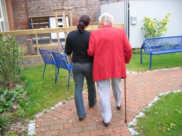 Es conveniente tanto para el cuidador como para el enfermo de alzheimer acudir a un centro de dia.
