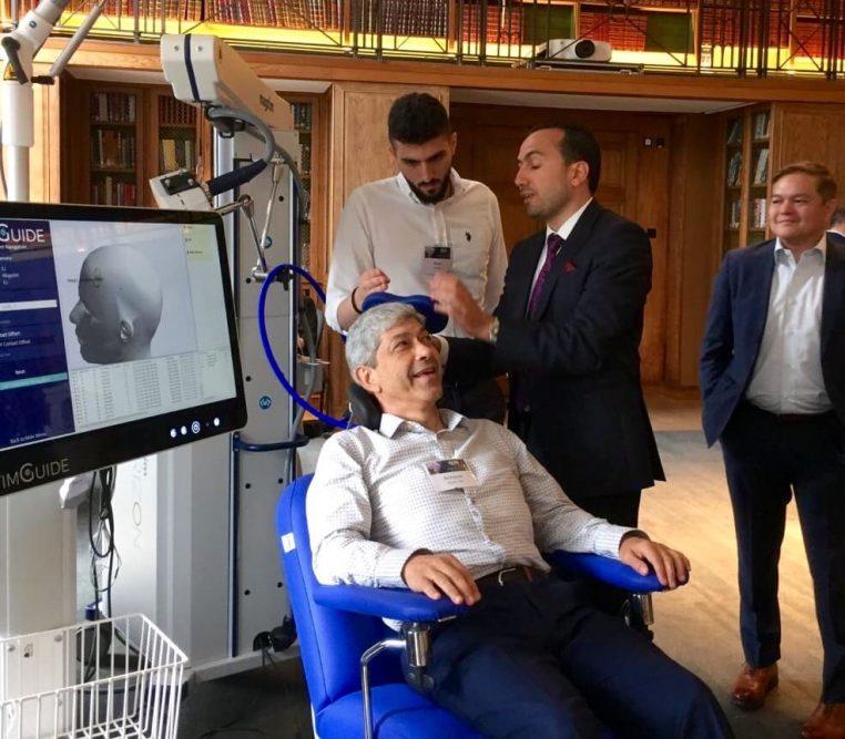 """Estecurso de certificación para enfermedades psiquiátricas en el que el Dr. Antonio Alayón participó, denominado """"Pulses"""" (Pulsos), se trata de un curso intensivo, teórico y práctico de estimulación magnética transcraneal (EMT)"""