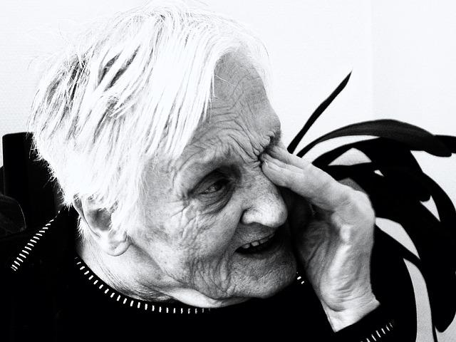 El enfermo no se da cuenta del sufrimiento que hay a su alrededor. En este sentido no sufre, pero físicamente si sufre el paciente de alzheimer.