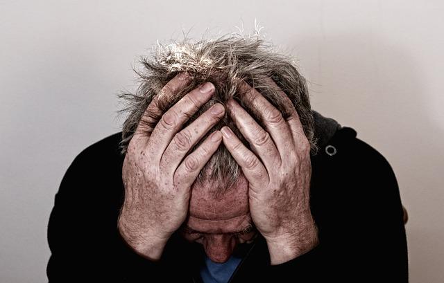 La cefalea en racimos es el segundo dolor de cabeza más frecuente después de la migraña. Se da más en hombres que en mujeres, siendo su prevalencia de dos o tres hombres por cada mujer.