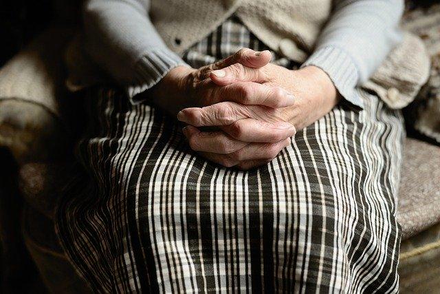 Es muy importante saber diferenciar entre una depresión en personas mayores y la apatía. El restraso en el diagnóstico del alzheimer es contraproducente tanto para el enfermo como para la familia.