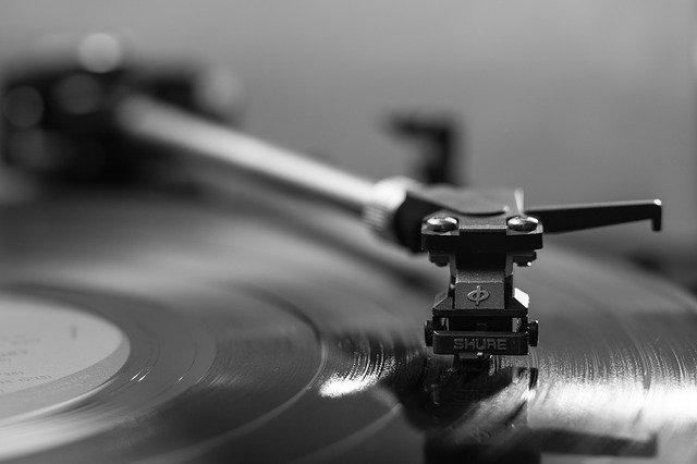 En este artículo queremos dejarles una serie de pautas que esperamos les resulten de mucha ayuda para que puedas usar la música como terapia en el familiar que cuidas.
