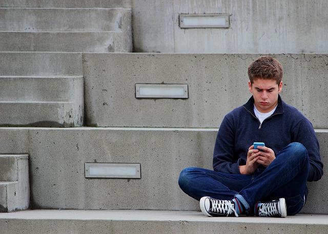 A veces no es hasta en la etapa de la adolescencia que el centro donde cursa sus estudios o la propia familia detectan que puede haber un problema de TDAH tras el reflejo de una evolución académica negativa