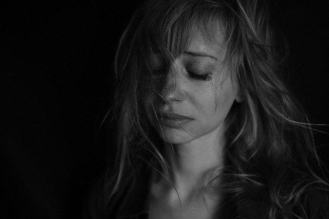 La depresión en la mujer de mediana edad tiene una alta prevalencia y es especialmente preocupante, ya que muchas mujeres siguen un curso crónico desde la adolescencia
