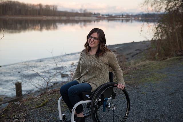 """Hoy sábado 30 de mayo se celebra el Día Mundial de la Esclerosis Múltiple 2020. El lema de esta edición es """"Me conecto - nos conectamos"""" tiene como propósito demoler los muros sociales que sufren"""
