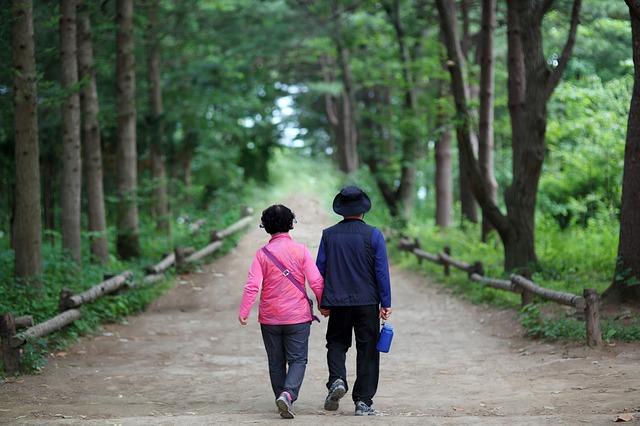 Cuidar a quién nos cuidó, saber cuidar y saberse cuidar asimismo es el resultado de la dura realidad que deja la enfermedad de alzheimer en la familia